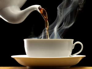 Drinking Hot Tea May Raise Esophageal Cancer Risk