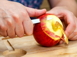 Should You Eat Apple With Or Without Peel