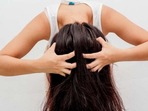What Is Scalp Scrubbing Benefits And How To Do