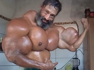Bodybuilder Uses Oil Injections To Increase Muscle Size
