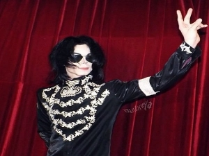 Man Spends 30 000 Dollar To Look Like Michael Jackson