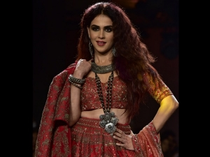 Genelia Looks Stunning At Lakme Fashion Week