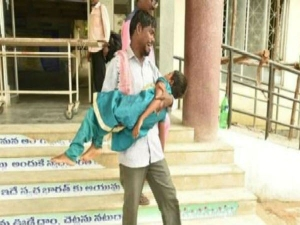 Telangana Man Forced To Carry Daughter S Dead Body As Hospital Refuses Ambulance