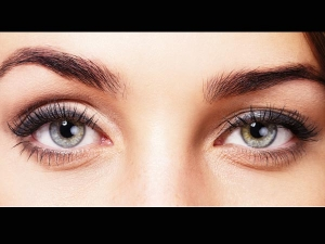 Tips To Choose The Right Coloured Contacts For Your Skin Ton