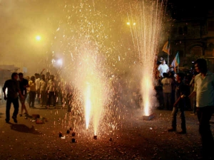 Tips To Celebrate Diwali Without Fearing Weight Gain