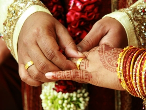Why Women Wear Wedding Ring On Left Hand
