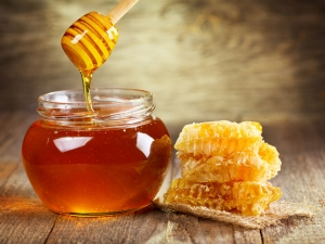 The Real Reason Behind Why You Should Never Cook Honey