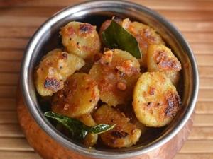 Sakkaravalli Kizhangu Varuval Recipe In Tamil