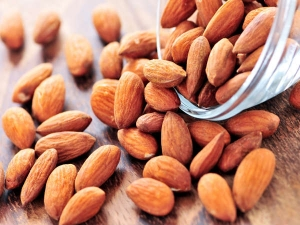Why Soaked Almonds Are Better Than Raw Ones