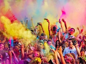 Holi Things To Never Donate During This Festival