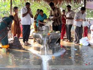 Maha Shivratri Why People Offer Ganga Jal To Lord Shiva