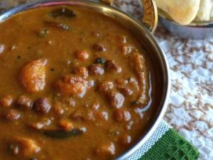 Kondakadalai Kathirikai Kaara Kuzhambu Recipe In Tamil