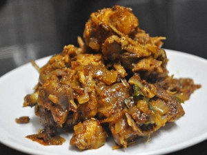 Karaikudi Chicken Varuval Recipe In Tamil