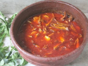 Sivakasi Style Karuvadu Kuzhambu Recipe In Tamil