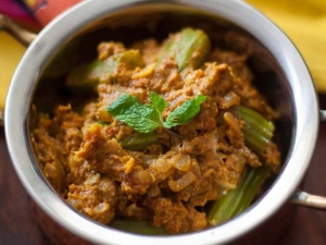 Andhra Style Drumstick Dry Curry Recipe In Tamil