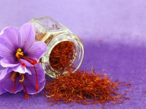 Why Pregnant Women Must Add Saffron In Their Diet