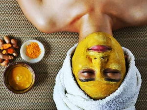 Mistakes To Avoid While Using Turmeric On Skin In Tamil