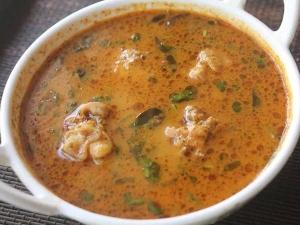 Erode Style Chicken Thanni Kuzhambu Recipe In Tamil